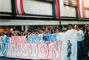 Vor 25 Jahren demonstrierten 1.000 Linzer Fußballfans auf der Landstraße gegen eine Fusion im Linzer Spitzen-Fußball. Foto: © oepb
