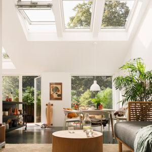 VELUX ACTIVE with NETATMO empfiehlt, das Zuhause regelmäßig zu lüften, selbst wenn die Raumtemperatur, die Luftfeuchtigkeit und der CO2-Gehalt in einem guten Bereich sind. So genießen Sie den ganzen Tag lang frische Luft und beseitigen unangenehme Gerüche. Foto: © VELUX / NETATMO