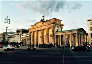 Das Brandenburger Tor gilt heute als das Wahrzeichen für die geöffnete und wiedervereinigte deutsche Hauptstadt Berlin. Foto: Martin Sohl / oepb