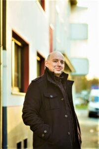 Frank Goosen heute in seiner Heimatstadt Bochum. Foto: Ira Schwint