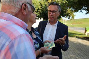 """""""Am Bauernhof in Würde alt werden zu können soll möglich sein. Der Pflege-Daheim-Bonus soll pflegende Angehörige dabei unterstützen."""", so Bauernbund-Präsident Georg Strasser. Foto: © Bauernbund"""
