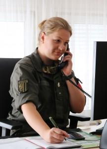 Gfr. Simone beim Kontaktpersonenmanagement in der Bezirkshauptmannschaft Linz-Land. Foto: © Bundesheer