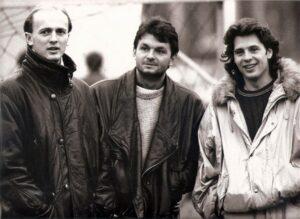 Vom SK VÖEST Linz verliehen oder verkauft, aber doch immer wieder gesehen bei den Werkssportlern. Von links: Georg Zellhofer (SK Sturm Graz), Jürgen Werner (SK Sturm Graz), sowie der ebenso wie Zellhofer bei St. Peter / Au mit dem Fußballsport begonnene Günter Stöffelbauer (SK Vorwärts Steyr) am 10. Februar 1989 am Werkssportplatz. Aus SK VÖEST Linz gg. Raba ETO Györ, 1 : 0 (0 : 0). Foto: © oepb