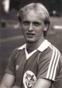 Der 21-jährige Georg Zellhofer im Sommer 1981 im Dress des SK VÖEST Linz. Foto: © oepb