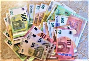 Den kleinen Traum vom großen Geld, den träumen viele. Mit Internet-Wetten und Online-Spielen gelingt es dem einen oder anderen auch, sein Haushaltsgeld aufzufetten. Foto: © oepb