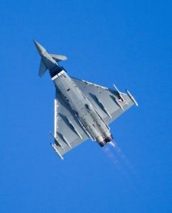 Wie ein Pfeil am Firmament fühlt sich das Überschalltraining der österreichischen Eurofighterpiloten an. Foto: Bundesheer / Simader