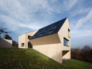 Schon 2010 stellte VELUX Österreich ihr Nachhaltigkeitsbewusstsein unter Beweis: mit dem ersten CO2-neutralen Wohngebäude Österreichs, dem Sunlighthouse in Pressbaum. Foto: © VELUX | Architektur: HEIN-TROY Architekten | Foto: Adam Mørk