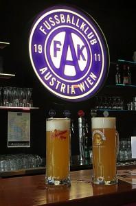 Seinerzeit im Viola-Pub beim Schwechater Zwickl: Zeiten, die nach Corona wiederkehren werden. Foto: © oepb