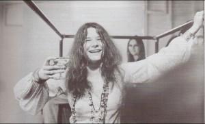 Janis Joplin, die natürlich auch 1969 beim allerersten Open-Air-Festival der Welt, in Woodstock http://www.oepb.at/allerlei/15-bis-18-august-1969-50-jahre-woodstock.html auftrat, war eine kleine Frau mit einer großartigen Stimme. Ihr Blues, der genau genommen nur Schwarzen Künstlern zugezählt wurde, war in der damaligen Zeit für eine Weiße Interpretin schier unmöglich. Foto: GoodTimes
