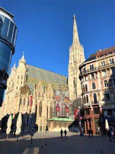 Bleib aufrecht und lass Dich nicht unterkriegen, Du gute alte Wiener Stadt, damit sich auch noch Generationen nach uns an Dir erfreuen können. Staying Alife, good old Vienna! Foto: © oepb