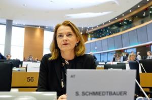 Die EVP-Europaabgeordneten - im Bild  Simone Schmiedtbauer, Agrarsprecherin der ÖVP im Europaparlament -  appellieren an Kommissionschefin van der Leyen: Timmermans darf GAP nicht torpedieren. Umwelt, Klima und Artenvielfalt werden geschützt  .  Foto: © Stravros Tzovaras