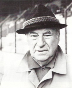 """Josef """"Pepi"""" Argauer, der heute 110 Jahre alt wäre, im Herbst 1985 im Horr-Stadion der Wiener Austria. Foto: privat."""