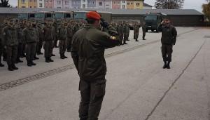 Der Kompaniekommandant Major Renè G. meldet sich in Villach ab. Foto: © BMLV / Major Markus Witschnigg
