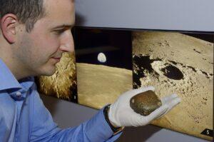 Dr. Ferrière & Oued Awlitis 001 Meteorit. Foto:  © NHM Wien, Kurt Kracher