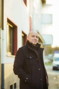 Der deutsche Kabarettist Frank Goosen in seiner Heimatstadt Bochum. Foto: Ira Schwint