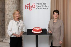 Im Bild links die ÖNB-Generaldirektorin Dr. Johanna Rachinger, sowie die hdgö-Direktorin Dr. Monika Sommer. Foto: © hdgö / Lorenz Seidler