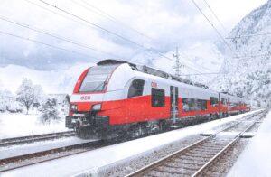 Leise, aber zügig gleitet diese Cityjet-Garnitur der ÖBB durch das Schneegestöber. Foto: © ÖBB / Kriechbaum